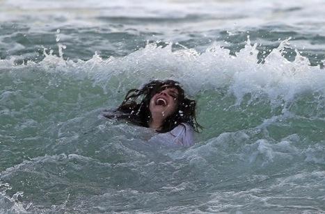 Photos: Lana Del Rey Frolicks In Waves Of Marina Del Rey In White T-Shirt - LAist | Lana Del Rey - Lizzy Grant | Scoop.it