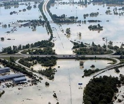 Merkel urges greater flood protection as tours region   Sustain Our Earth   Scoop.it