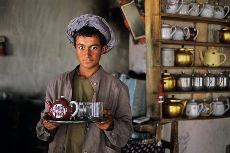 The World in Your Cup | Photographer: Steve McCurry | PHOTOGRAPHERS | Scoop.it