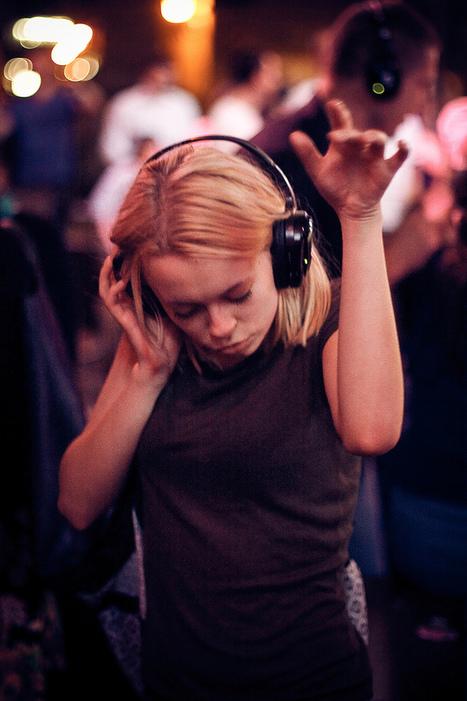 Des silent parties à Nadia Lichtig. (silence, #2)   DESARTSONNANTS - CRÉATION SONORE ET ENVIRONNEMENT - ENVIRONMENTAL SOUND ART - PAYSAGES ET ECOLOGIE SONORE   Scoop.it