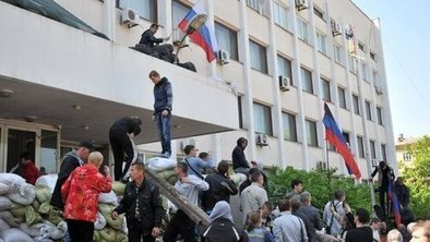 Rebels seize back Ukraine city hall | It Comes Undone-Think About It | Scoop.it