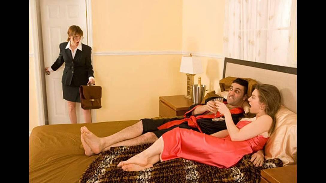 Cheating MILF secretly blows her boyfriend while hubby bangs her in the shower № 893478 загрузить