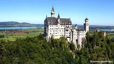 Tourists flocking to Germany boost overnight stays to new record   Deutsch lernen!   Scoop.it