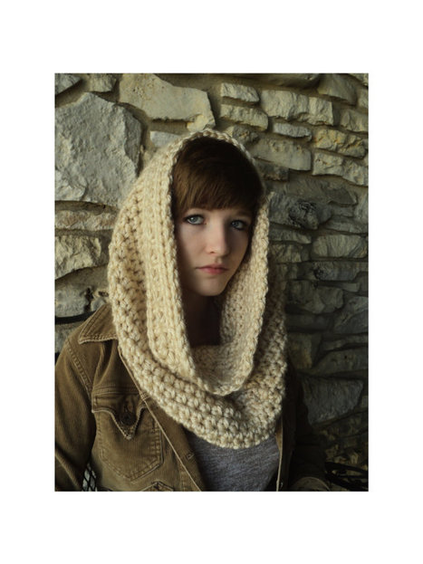 2 patterns in 1 - Crown of Stars Crochet Cowl and matching Fingerless Gloves- infinity scarf - off white, cream view | Crochet | Scoop.it