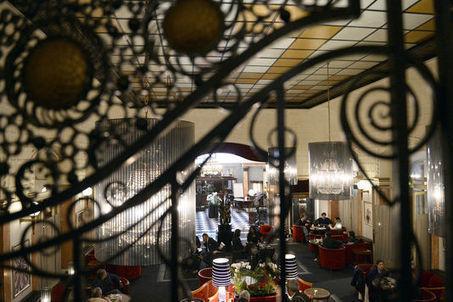 Dernier petit-déjeuner à l'hôtel Lutetia avant fermeture - Le Monde | Veille hôtelière | Scoop.it
