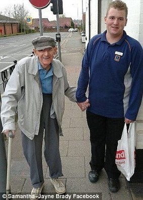 The Aldi worker who really did go the extra mile - Teenager walked hand-in-hand with 95-year-old and carried his shopping all the way home | Focus World News - With Fillie Focus | Scoop.it