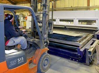 Versatile fiber laser has utility in job shop   Metal forming machinery   Scoop.it