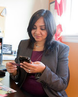 Business Cards Give Way to Cellphone Apps for Networking | Not-Networking | Scoop.it