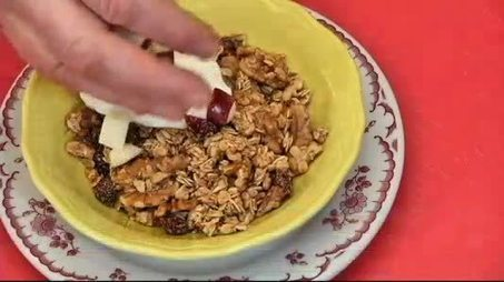 Cooking at Home: Maple Walnut Cranberry Granola - YNN, Your News Now | Recipes to try! | Scoop.it