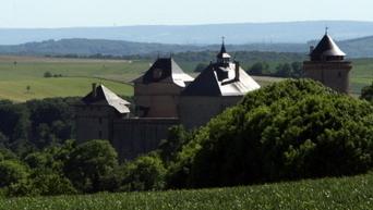 Les éoliennes allemandes qui décoiffent le château de Malbrouck | graphikatelier source infos | Scoop.it
