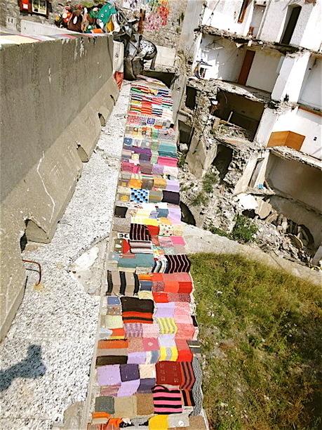 Social yarn bombing à Brienno | Fils de pelote | Yarn bombing _ File Ta[g] Ville | Scoop.it