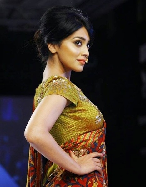 Shriya Saran in Saree @ Lakme fashion Week LFW Winter Festive 2014 Ramp walk, Actress, Indian Fashion, Tollywood | Indian Fashion Updates | Scoop.it