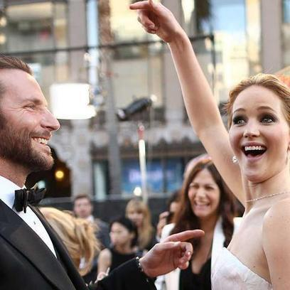 Here's Jennifer Lawrence Being Awesome at the Oscars [GIFs] | eHS Mobile Classroom | Scoop.it