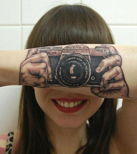 7 Interactive Tattoos That Playfully Use The Human Body » Fascinating Pics | Tattoos & Body Art | Scoop.it
