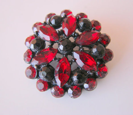 50s Red Rhinestone Cluster Brooch / Black Enamel Japanned Metal / Vintage Jewelry / Jewellery | Jewelry | Scoop.it