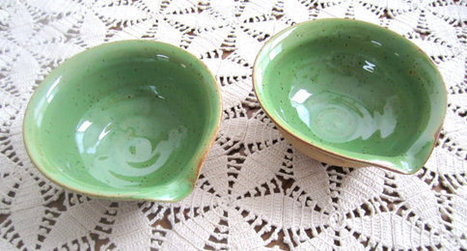 green bowl with spout. kitchen pottery, small unique nature bowl | Good stuff to get | Scoop.it