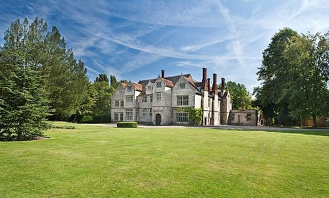 Haunted Tudor mansion has 100ft great hall, a moat, its own arboretum... and room for several Catholic priests to hide inside specially built ancient 'priest holes' | E.A.P.I. | Scoop.it