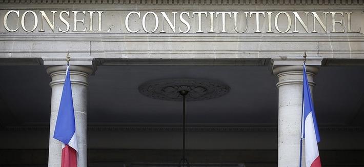Loi renseignement: une saisine du Conseil constitutionnel par François Hollande serait une première sous la Ve République | MOOC Francophone | Scoop.it