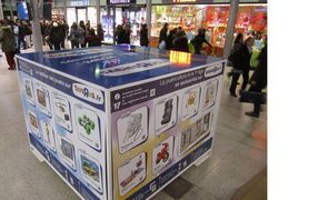 Toys'R'Us lance son shopping wall à Saint Lazare | QR code experience | Scoop.it