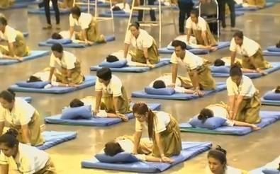 VIDEO - Record du monde du... massage collectif ! - RTL.fr | Kinésithérapie | Scoop.it