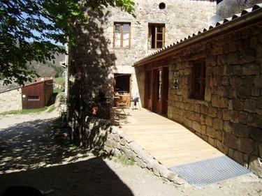 Gîtes et chambres d'hôtes écolabellisés en Ardèche   Tourisme pédestre (2013-2014)   Scoop.it