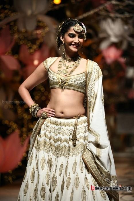Sonam Kapoor hot photoshoot pics 7 sept 13 - breezemasti photo gallery | Breezemasti | Scoop.it