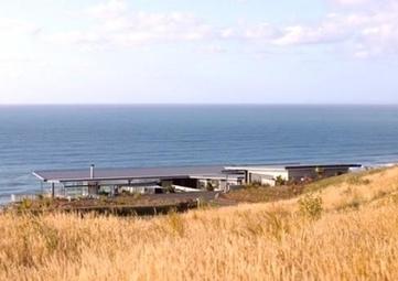 Incredible Single Storey T-shaped Beach House Design – Okitu ... | Beautiful Beach Houses | Scoop.it