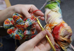 Yarn bomber wants to 'wake people up' : Ct | Street art news | Scoop.it