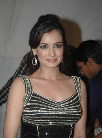 Dia Mirza in Black party Wear Gown promoting Vemma Health Product, Actress, Bollywood, Western Dresses   CHICS & FASHION   Scoop.it