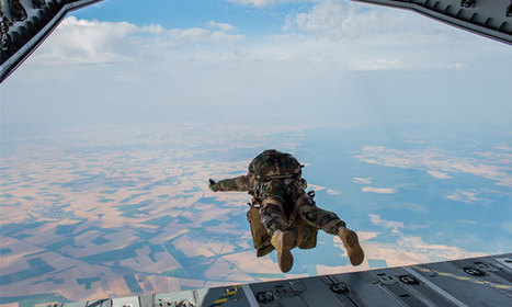 Bilan « plutôt positif » pour le premier largage de parachutistes par la rampe arrière d'un A400M français | Formation aéronautique, training & industry | Scoop.it