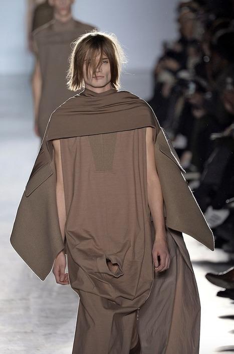 תצוגת האופנה של ריק אוונס: גברים עם שמלות גלבייה עם חור ב… | The biggest bags site | Scoop.it