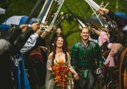 "Couple weds in 'Game of Thrones'-inspired ceremony | ""FOLLIEWOOD"" 