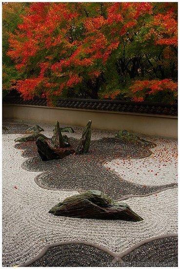 three zen gardens of the dry landscape variety, also known as rock gardens of the karesansui style - Garden Life   Zen Gardens   Scoop.it