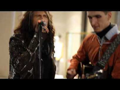 Está tocando en la calle cuando de repente aparece Steven Tyler para cantar con | TJmix Mundial | Scoop.it