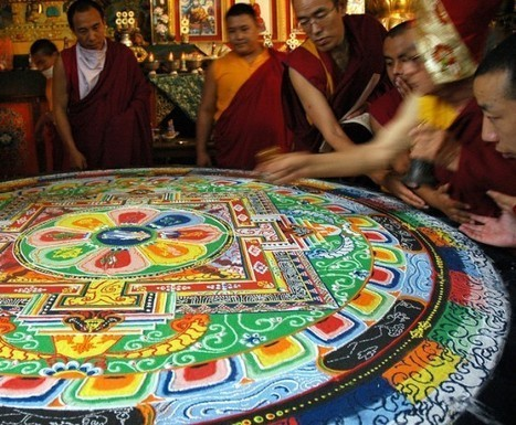Tibetan Sand Mandalas – The Sacred Art of Painting with Colored Sand | Strange days indeed... | Scoop.it