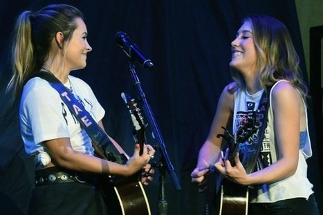 Maddie & Tae Perform New Song, 'Mirror, Mirror' [WATCH] | Country Music Today | Scoop.it