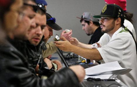Legal weed sales bring long lines to Colorado   Marijuana - Bongs - 420 - Funstuff - Cannabis   Scoop.it