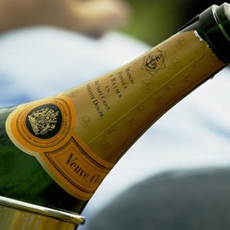 Champagne schenken doe je zo! | The Champagne Scoop | Scoop.it