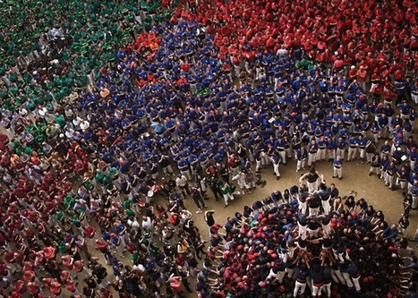 500 Climb Over Each Other to Form Giant Human Towers - My Modern Metropolis | La relation dans l'action | Scoop.it