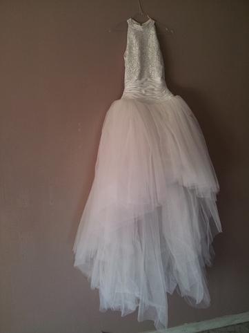 Robe de mariée d'occasion en perle et tulle, col mao, jupe en satin | mariehelenephamba | Scoop.it
