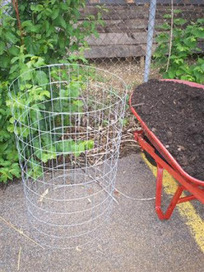 Growing Lots Urban Farm: Potato Towers & Living Fence Posts!   Garden Ideas by Team Pendley   Scoop.it