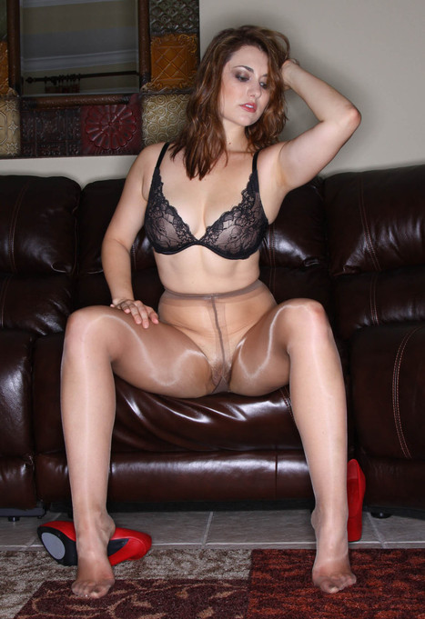 PhPaul | insanity34: (via TumbleOn) Sexy brunette in... | Shiny Pantyhose | Scoop.it