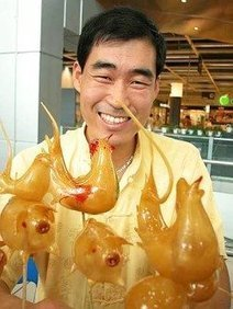 Chinese Street Artists Amazes with Blown Caramel Sculptures | Strange days indeed... | Scoop.it