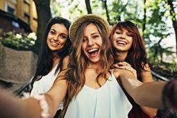 Trois Français sur quatre partagent leur bonheur sur les réseaux sociaux | Transformation digitale : marketing, communication, usages | Scoop.it