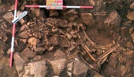 Αιώνιος έρωτας - Σπανιότατη ανακάλυψη κοντά στο σπήλαιο Αλεπότρυπα του Διρού: διπλή ταφή άντρα - γυναίκας σε εναγκαλισμό, από το 3.800 π.Χ | Η Βιολογία στην Εκπαίδευση | Scoop.it
