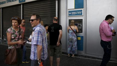 Quand des Grecs angoissés devant une banque fermée sont en fait... des journalistes - Libération | Images fixes et animées - Clemi Montpellier | Scoop.it