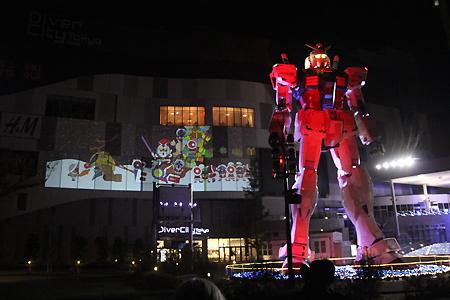 Life-Size Gundam Decked With Lights, Gundam Santa, Zeon Snowmen   Anime News   Scoop.it