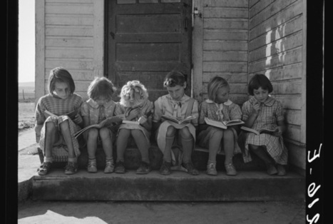 Stark Depression-Era Photos of People Reading, From Shelters to Libraries | Informed Teacher Librarianship | Scoop.it