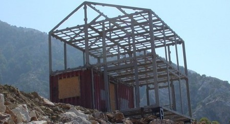 """""""Eco-Pak"""" expands on shipping container houses 