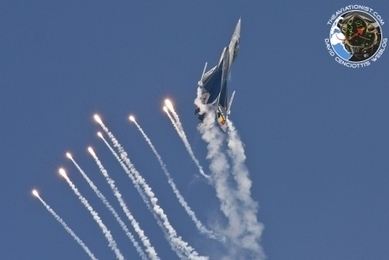 Flares! Flares! Flares! The BAF F-16 solo display during the Rome International AirShow | The Matteo Rossini Post | Scoop.it